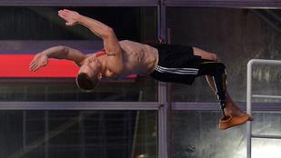 Amputált lábú sportoló vállalta be a toronyugrós realityt