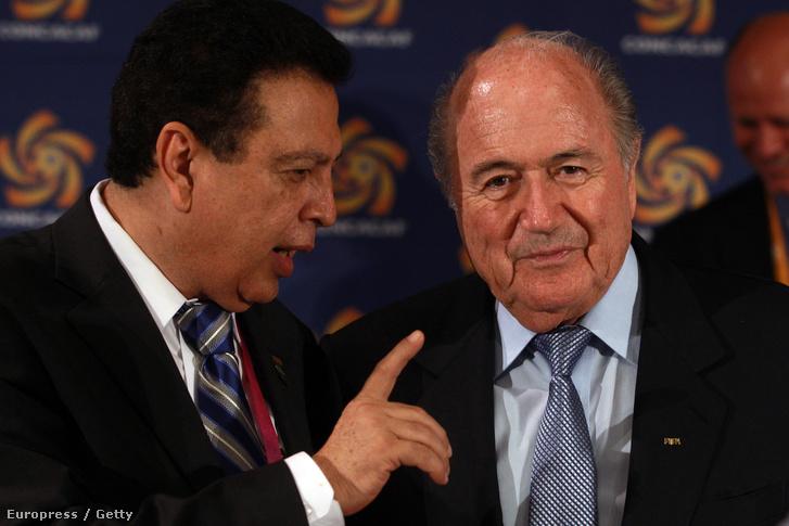 Sepp Blatter és Alfredo Hawit a 62. FIFA kongresszuson, Budapesten, 2012. május 23-án.