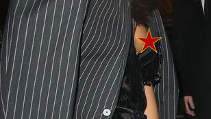Naomi Campbell meredező mellbimbót villantott