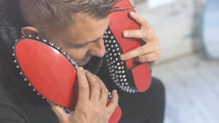 Gáspár Győző rájött, hogy a cipőjével nem tud telefonálni:(((