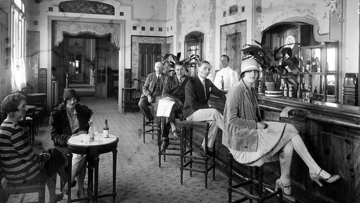 A monacói Hotel de Paris bárja az 1920-as években
