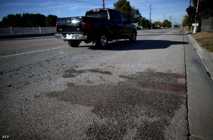 Továbbra is látszódnak a vérnyomok a San Bernardinóban történt lövöldözések után.