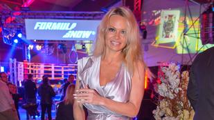 Pamela Anderson alufóliába öltözve ment egy celebeseményre