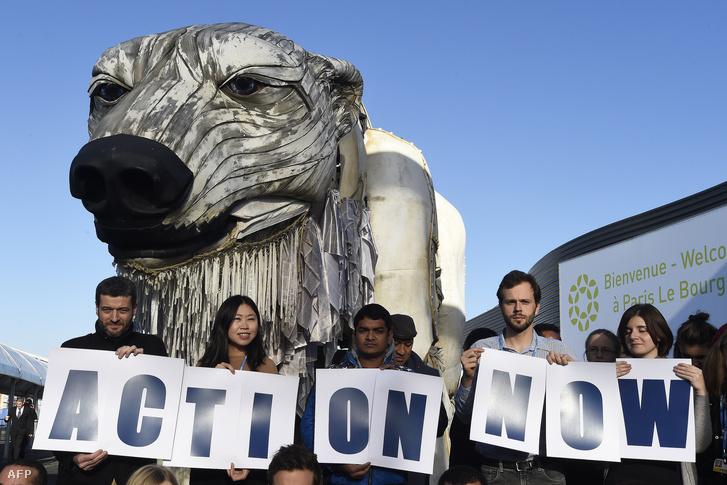 A Greenpeace tiltakozása a párizsi COP21 alatt.