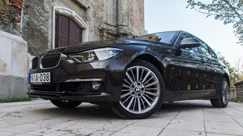 BMW 330i xDrive Luxury Line – 2015.