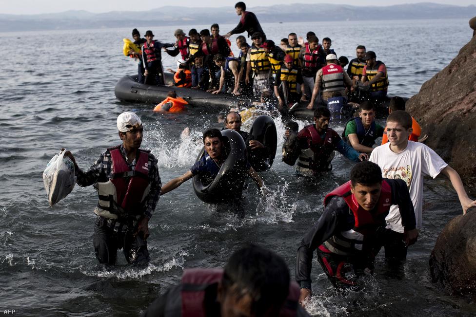 Menekültek szállnak partra Leszboszon, szeptember 9-én