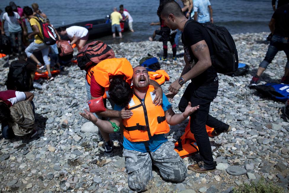 Partot ért menekültek Leszbosz szigetén, szeptember 7-én