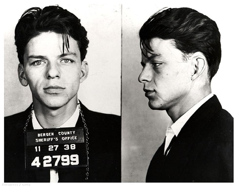1938-ban az egyik seriff azért tartóztatta le az akkor 23 éves Sinatrát, mert viszonyt folytatott egy házas nővel. Igen, akkoriban még ilyenekért is sittre lehetett kerülni.