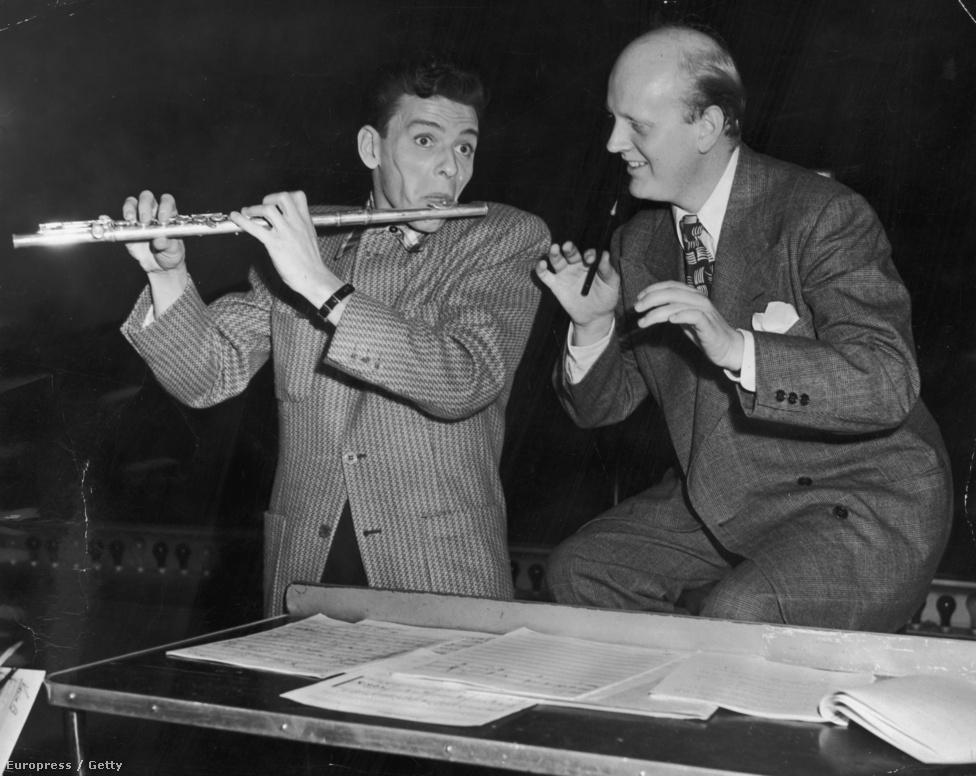 Sinatra fuvolán játszik, miközben a norvég bevándorlóktól született karmester és zenei rendező, Axel Stordahl egy tollal vezényel. Sinatra sokat köszönhet Stordahlnak: az ő kezei alatt készültek el az énekes első szólófelvételei, valamint ő teremtette meg a Sinatra-hangzást is.