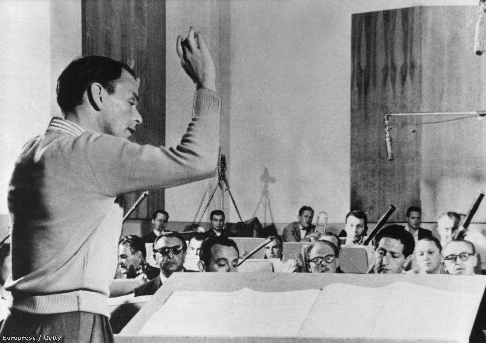 Sinatra és zenekara 1953-ban, vagyis abban az évben, amikor A Hang és Ava Gardner szakítottak. A házasság csupán két évig tartott, de jogilag még további négy éven át férj és feleség voltak. A színésznő Sinatra után egy spanyol matadorral vigasztalódott. Az énekes egyébként Gardnernek köszönhette, hogy szerepet kapott a Most és mindörökkében, ami szintén 1953-ban Oscart hozott neki.