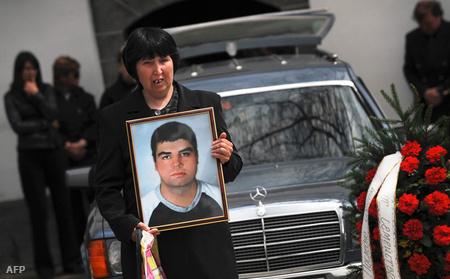 A meggyilkolt Georgi Sztoev, az alvilág krónikásának temetése