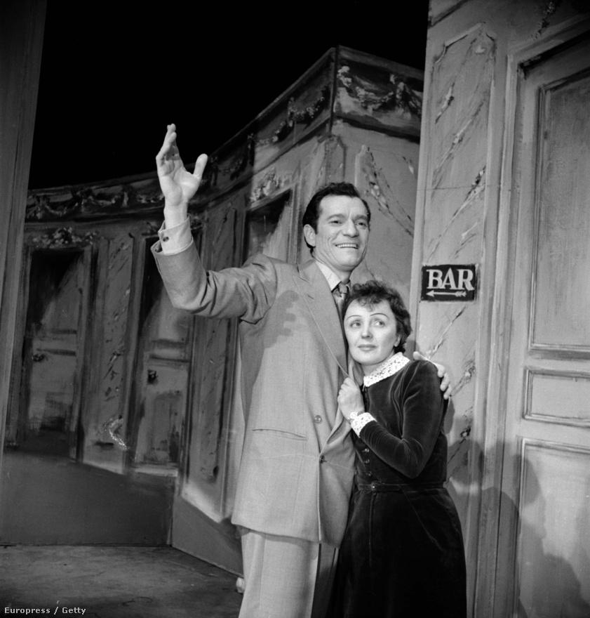 1951 újabb fontos dátum. Az ABC mulatóban bemutatták a La P'tite Lili (Kis Lili) című zenés vígjátékot a képen látható felfedezettjével, a később híressé vált Eddie Constantine-nal. A vígjáták frenetikus sikerrel futott, de hét hónapután Edith autóbalesete véget vetett a sorozatnak. A Charles Aznavourral turnézó Edith súlyosan megsérült. Ebből felépül, ám a fájdalomcsillapításra kapott morfium miatt kábítószerfüggő lett.