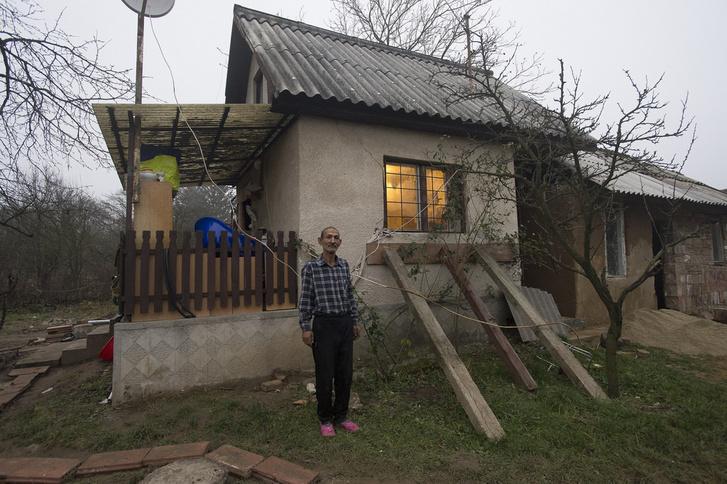 Oláh Győzőék egy kedves idős házaspártól vettek egy düledező, használaton kívüli víkendházat Lyukóbányán.