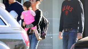Ashton Kutcher és Mila Kunis sétálni vitte a kislányát