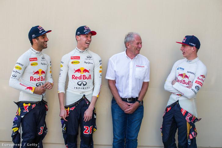 Ricciardo és Kvjat Red Bull-pilóták mellett felfedezőjével, Helmuth Markóval