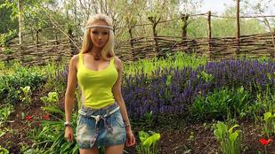 Az ukrán barbilány hasa ijesztően izmos