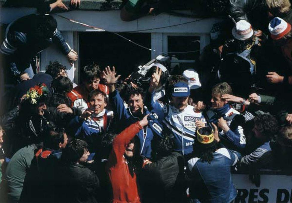 Az 1985. évi Le Mans-i huszonnégy órás versenyről túl sok fotó nem kering az interneten. Márpedig akkor kettős győzelmet aratott a GSX-R 750. Az aranyérmes csapatot Bernard Millet, Guy Bertin és Philippe Guichon alkotta.