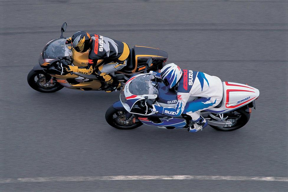 Az 1996-os modellváltásnál a gyáriak ugyanolyan forradalminak nevezték az új GSX-R 750-est, mint az első szériát. Míg a formaterv Kevin Schwantz versenygépéből táplálkozott, a műszaki változások legfontosabbika a súlycsökkentés volt. Mintegy húsz kilogrammot tudtak faragni, így 204 kg lett a motorkerékpár tömege.