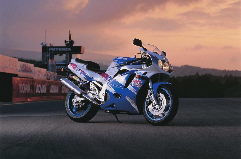 A harmadik generáció nagy változásokat hozott. Bár külsőre nem látszódott túl nagy különbség, de ekkor, 1992-ben váltottak folyadékhűtésre. Megjelent továbbá a harmadik modellváltozat, a GSX-R 600 is. Új vázat is fejlesztettek, amely merevebb lett elődeinél. A hatszázas verzió elég ritkának számít, kicsivel később, 1994 és 1996 között nem is szerepelt a kínálatban. 1997-ben tért vissza.