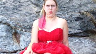 Napi WTF: ez a nő szépségversenyre költötte a segélyt