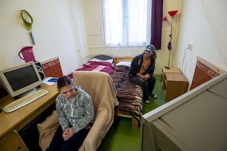 János és Melinda most még nehezen férnek el a szobájukban