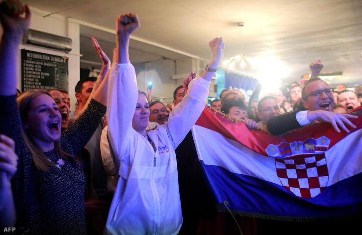 Most támogatók a választás estélyén Zágrábbán