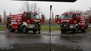 Piás tűzoltó szivatta a kollégáit