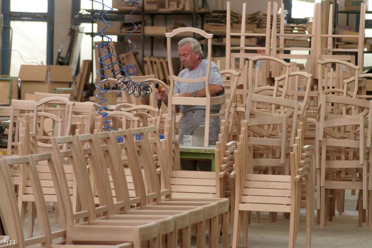 Elkészült székkeretek Balaton Bútorgyárban.