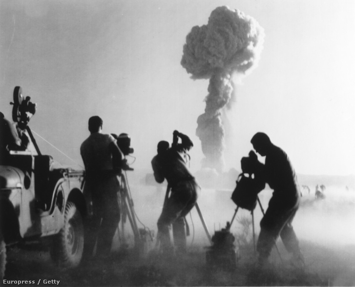 Atombomba tesztelése a Nevada sivatagban, 1957.