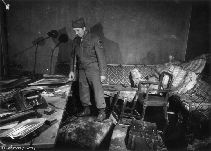 Richard Blust közlegény Hitler bunkerét kutatja át