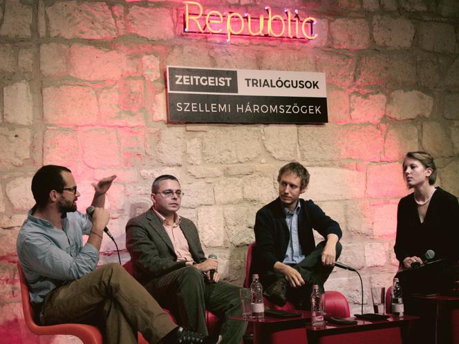 Balról: Erdély Mátyás operatőr, Dragomán György író, Nemes Jeles László rendező és Ott Anna moderátor