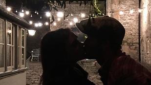 Mikor látta utoljára csókolózni David Beckhamet? Most megteheti, mert karácsony van!