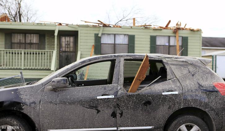 Az alabamai Birminghamben is tornádó pusztított, három ember életét kioltva