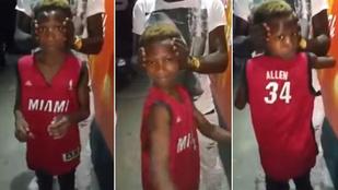 A fiú, aki simán nyomja az Ördögűző nyakcsavarós jelenetét