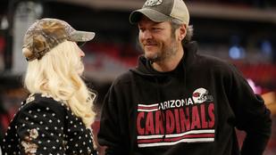 Gwen Stefani  és Blake Shelton meccs közben is egymást nézik szerelmesen
