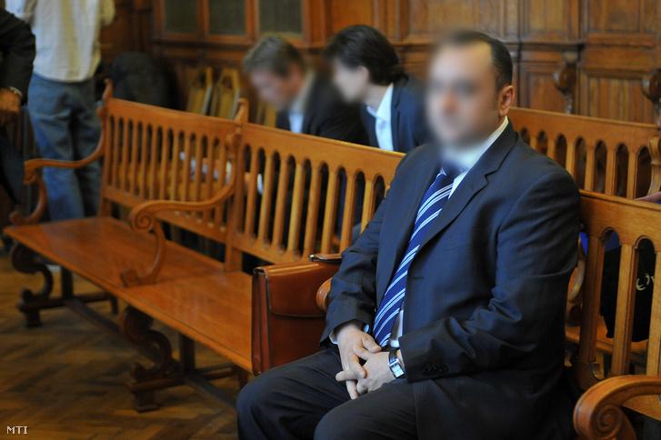 Kulcsár Attila a Fővárosi Bíróság tárgyalóteremében 2011. április 11-én.