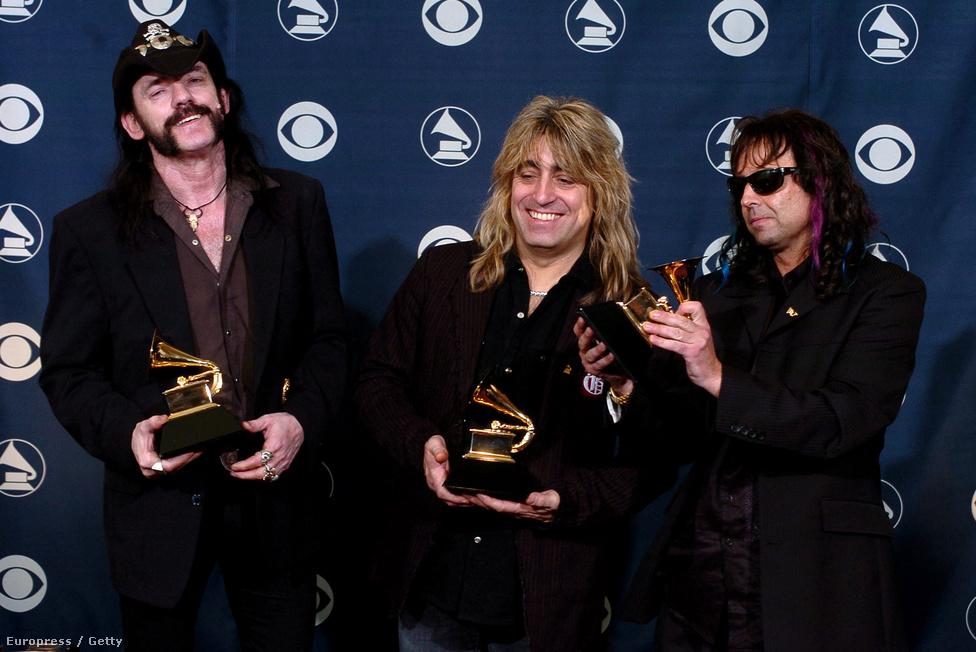 2005: A Motörhead átveszi jól megérdemelt Grammy díjat, amit a sors iróniájának köszönhetően nem egy saját szerzeményükért kaptak meg, hanem a Metallica Whiplash című számának előadásáért.
