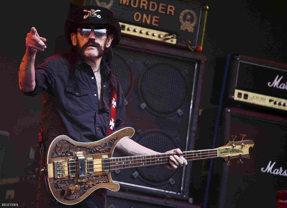 Lemmy egyik utolsó fesztiválfellépésén az angliai Glastonbury fesztiválon, június 26-án. A koncertet  a Going to Brazil a Ace of Spades - Overkill mesterhármasával zárták. A fellépés után pár nappal játszották utolsó magyarországi fellépésüket a soproni Volt fesztiválon, július harmadikán.