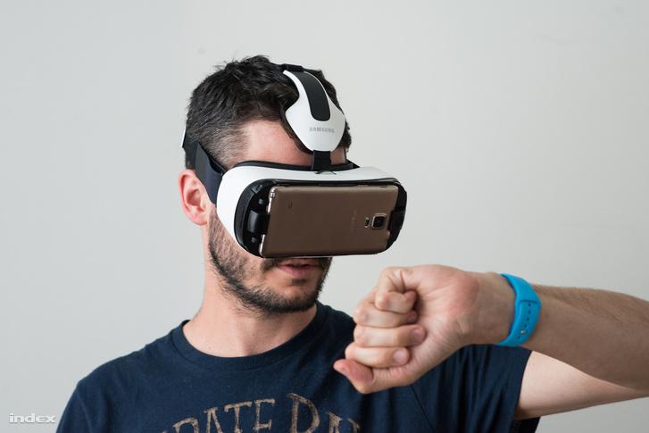 A száz dollárba kerülő Gear VR novemberben jelent meg