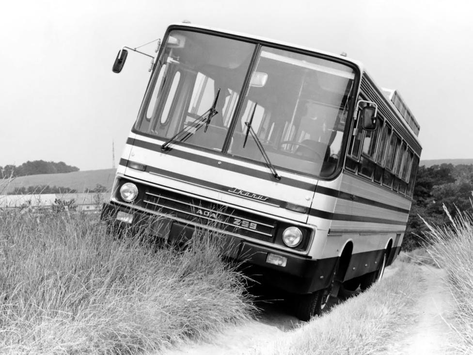 Ikarus 259 a terepjáró, vagyis az ADA busz. Az ADA (Afrika, Dél-Amerika, Ázsia) program 1975-ben kezdődött. A program célja egy olyan autóbusz létrehozása volt, amely jól tűri a mostoha körülményeket és akár földúton is használható. A tervezők olyan buszt álmodtak meg, ami a már sorozatban gyártott 200-asok karosszériaelmeit használja és fokozott terepjáró-képességgel rendelkezik