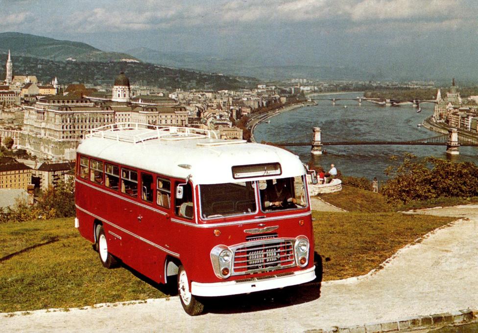 Ikarus 311-est 1956-ra fejlesztették ki. A típuscsaládból 1956 és 1972 között 6515 darabot gyártottak és húsz országba exportálták