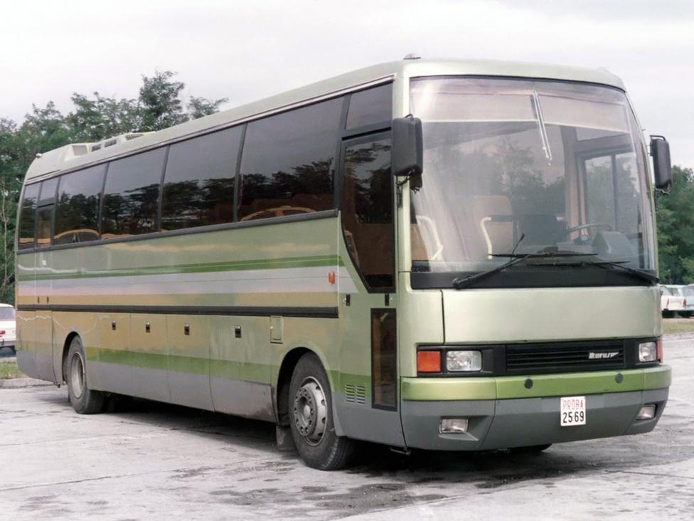 Az 1984-es BNV-n az Örsi Ferenc által átrajzolt 386 K1 jelű prototípust mutatta be a gyár. Ebben az időben még a konkurencia is a legszebb hátfalú autóbuszának titulálta a 300-as családot. A jármű úttörőnek számított a távolsági és turista szegmensben, hiszen a mai napig ilyen kialakításúak ezek a kategóriájú buszok