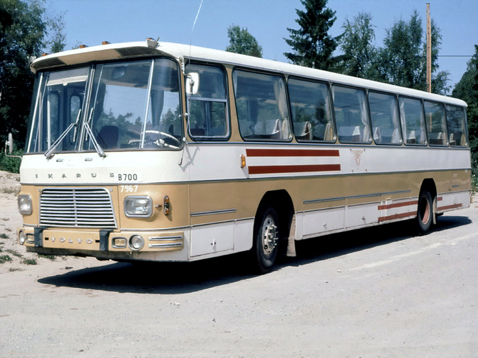Az Ikarus Egyedi Autóbuszgyár, azaz az Ikarus EAG első típusa a 657-es 1967-ből. Amikor a hatvanas évek közepén Svédországban áttértek a bal oldali közlekedésről a jobb oldalira, a meglévő járműpark szinte teljes cseréje, átalakítása vált szükségessé. Mivel rengeteg autóbuszra volt szükség, a nyugati cégek mellett más országok is lehetőséget kaptak buszok szállítására. Ilyen előzmények után készült el a svéd piacra szánt Volvo-alvázas Ikarus EAG 657-es