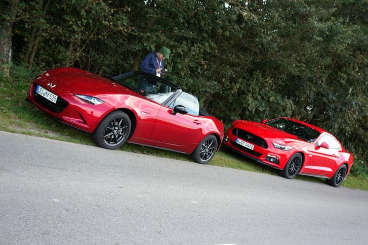 Egy nagyon-nagyon jó napot köszönhetünk ennek a két autónak, melyekben nem csak a szín volt a közös, hanem az üzenet is. És ez az igazán fontos.