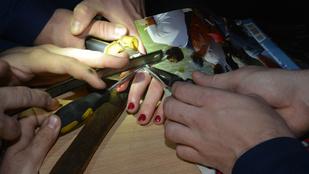Tűzoltók szabadították meg gyűrűjétől a lányt