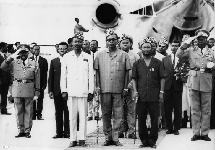A már több mint két éve puccsal elnökké előlépő Bokassa 1968 áprilisában Kinshasában, Joseph Desire Mobutu (későbbi nevén Mobutu Sese Seko) kongói diktátorral, François Tombalbaye csádi elnökkel.