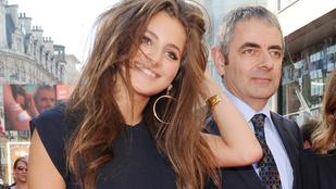 Rowan Atkinson vagyonokat költ lánya popkarrierjére