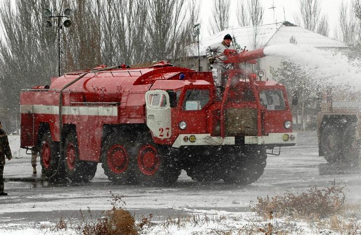 Néhány orosz katonai repülőtéren még alkalmazzák a MAZ reptéri tűzoltót