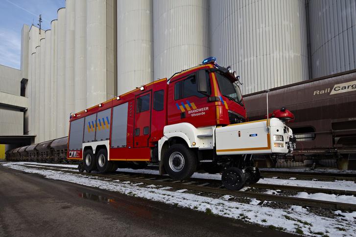 Vasúti pályán maximum negyvennel bír menni a Rosenbauer tűzoltója