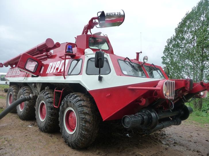 BTR-80-asból átépített erdészeti tűzoltó